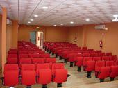 Patio de butacas del teatro. Capacidad para 100 personas