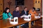 Imagen de la presentación del libro. Fotografía de www.lanzadigital.com